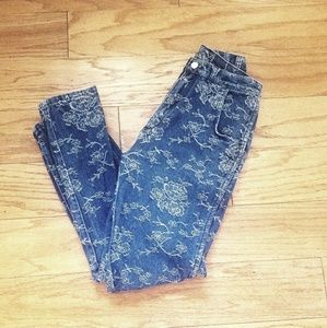 Amazing Vintage Wrangler Embroidered Floral Jeans